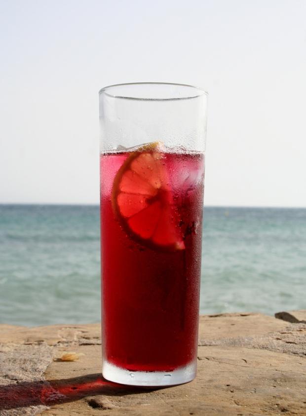 Erfrischender Sommer-Cocktail: Tinto de Verano (Foto: flickr/indrasensi)